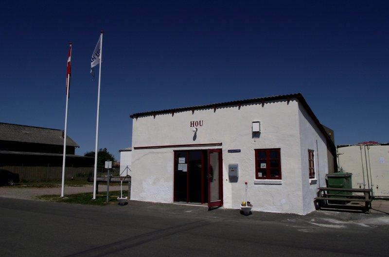 Kontakt - Det gamle havnekontor på Hou Lystbådehavn.