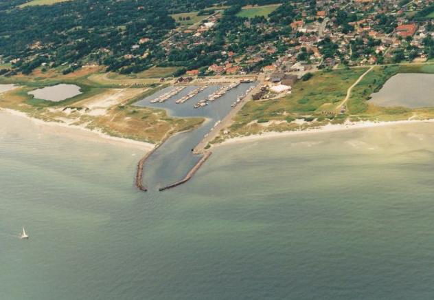 Hou Lystbådehavn set fra luften.